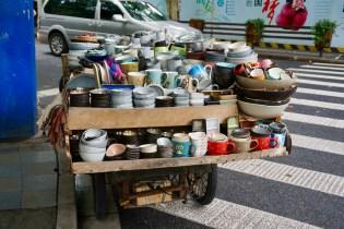 Verkaufswagen mit Porzellan