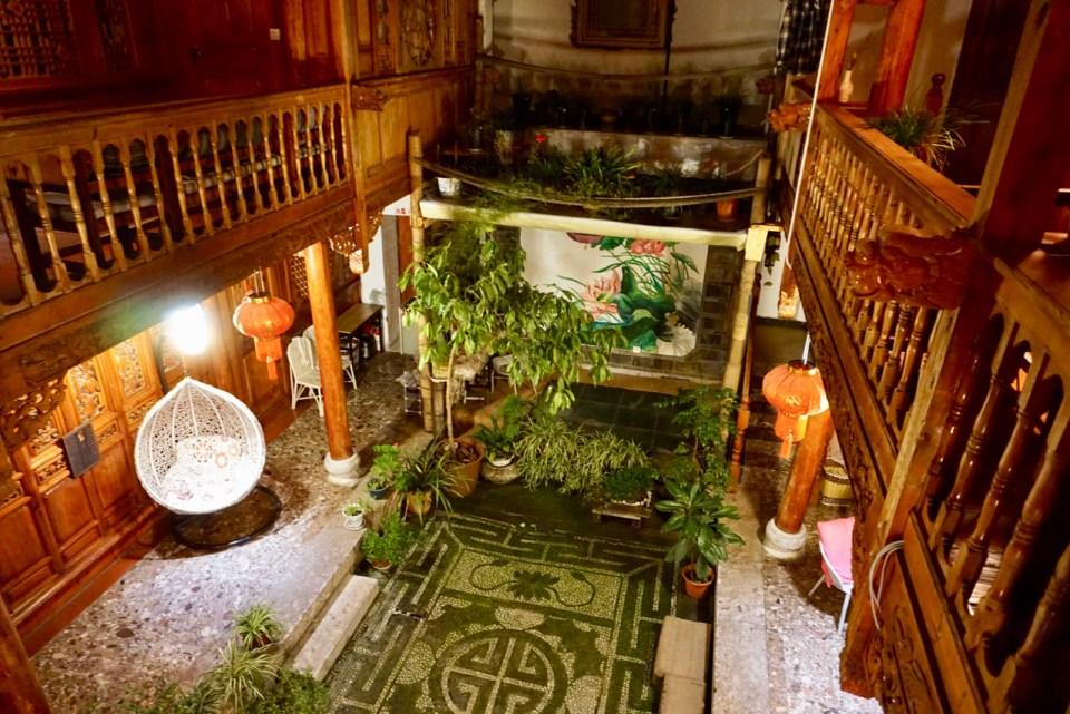 Hotel-Innenhof in Lijiang