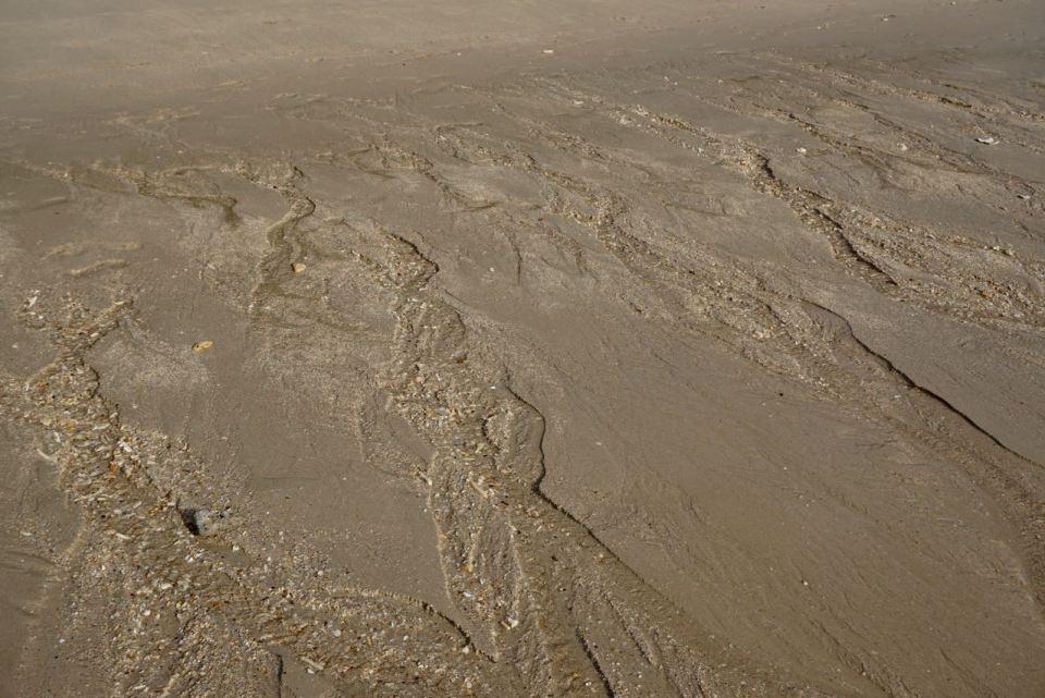 Wasserspuren bei Ebbe