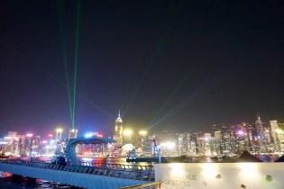 Lasershow und Wolkenkratzer