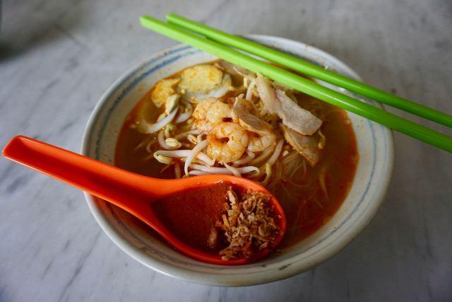 Suppe mit Krabben und Nudeln