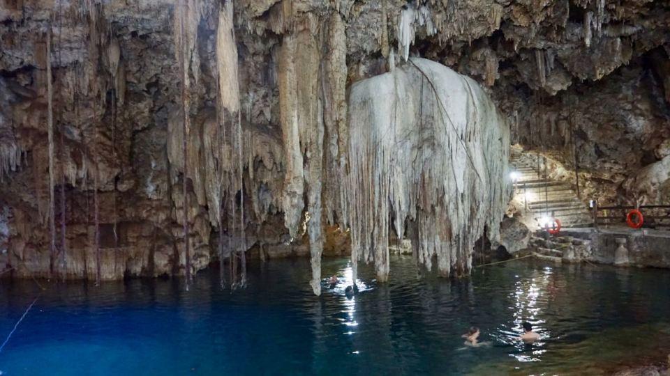 Schwimmen in einer Cenote