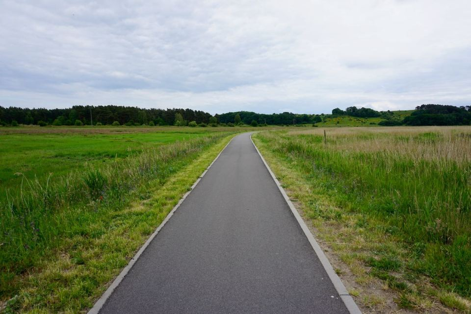 Radweg durch die Felder von Rügen