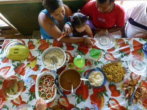 2012-09-10_brazil_camamu-tanque_lunch-andre.JPG