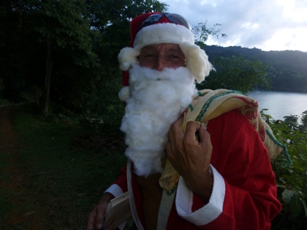2012-12-06_tobago-pirates-bay_santa-3.JPG