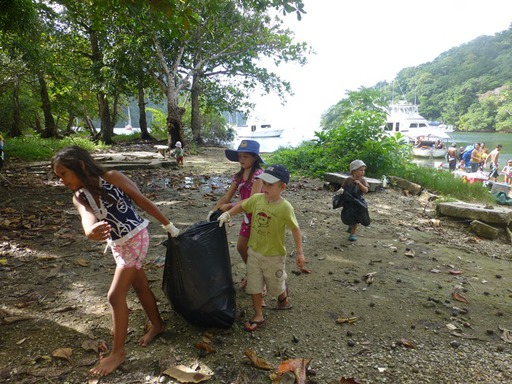 2012-12-30_trinidad-scotland-bay_clean-up_kids-l.jpg