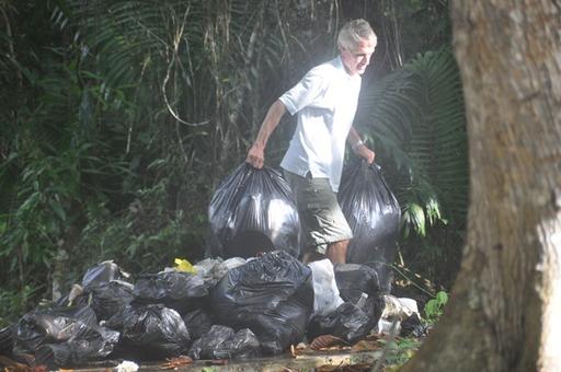 2013-01-02_trinidad_coast-guard-clean-up-dario.JPG