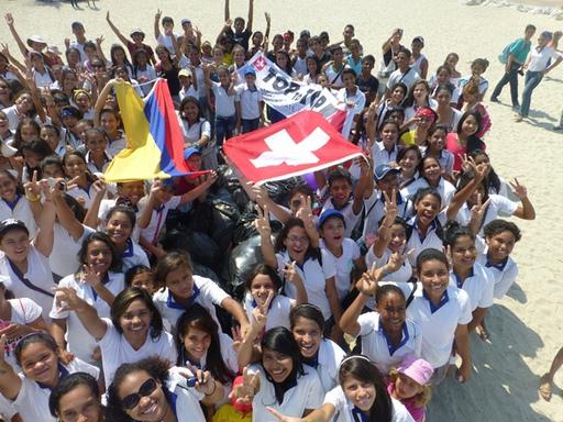 2013-02-23_colombia-santa-marta_clean-up-beach-fun.JPG