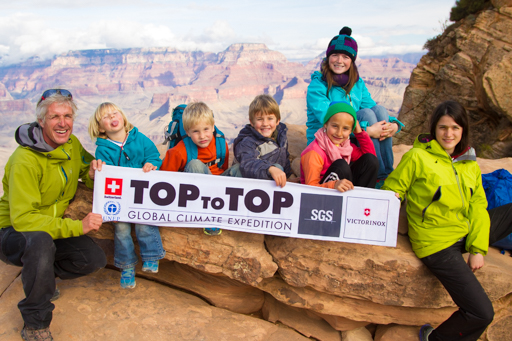 2014-12-05_usa-arizona-grand-canyon-kalib-trail-group-photo-woth-flag.jpg
