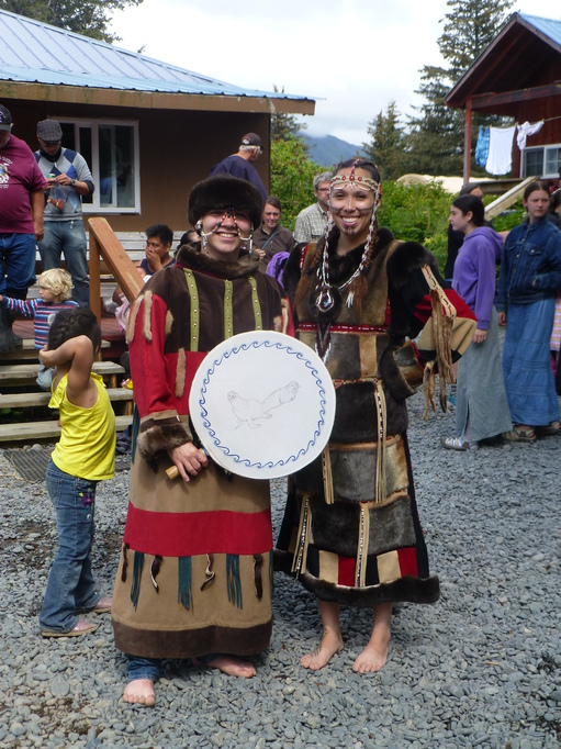 2014_07_24_usa_alaska_pws_nuuciq_traditional-costume.JPG