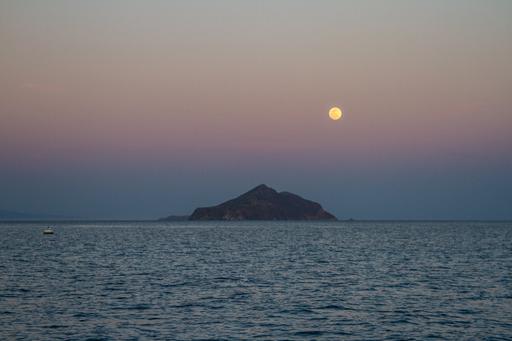 2015-04-03_usa-california_santa-cruz-island-moon-rise.jpg