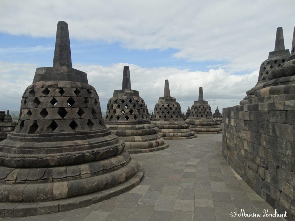 Stuppas en haut du temple