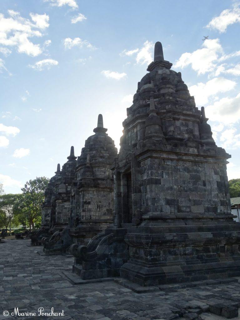 Allée de petits temples