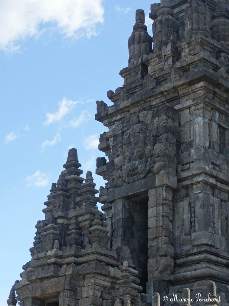 Colonne de Shiva au centre des temples de Prambanan