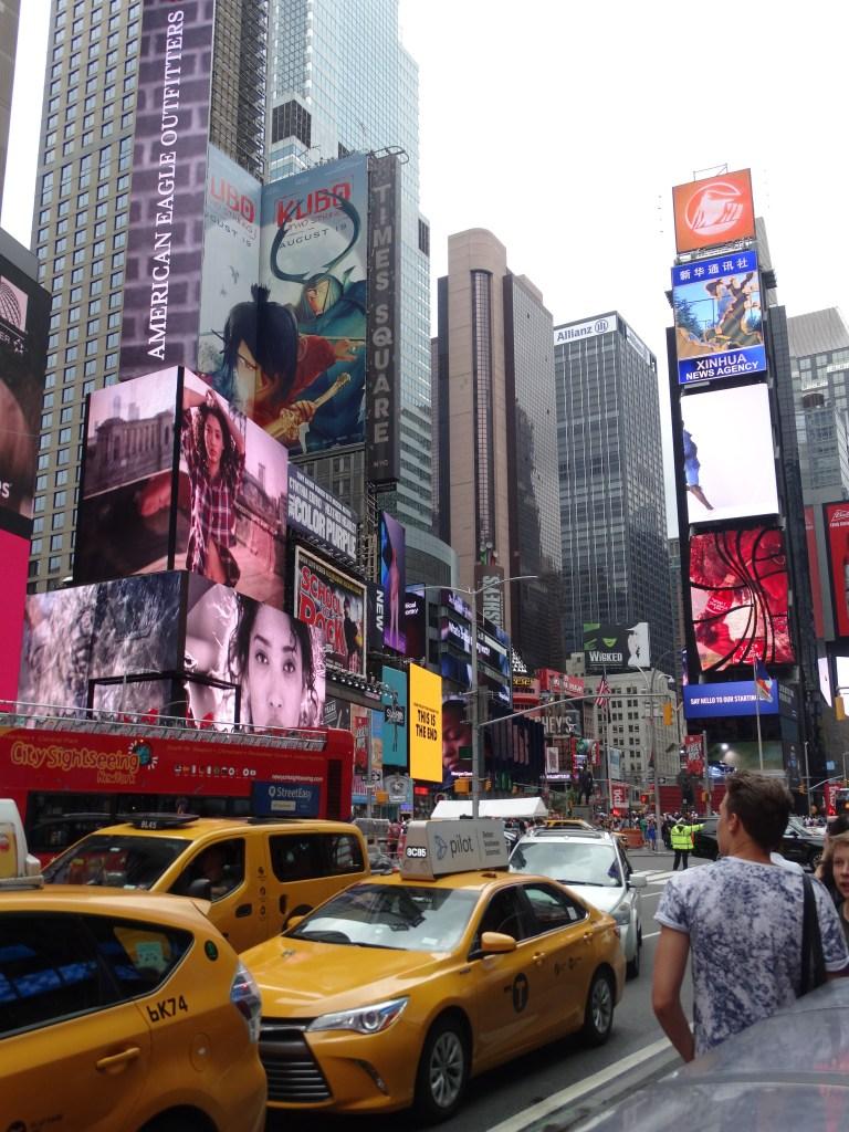 les écrans de times square à New York
