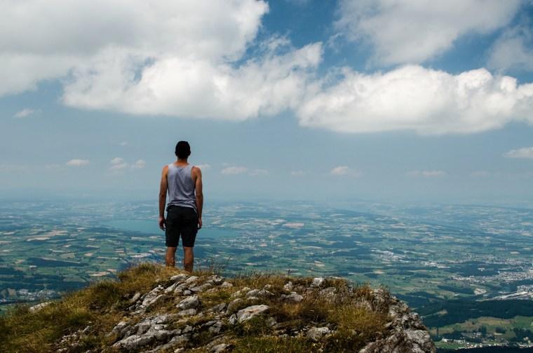 Panorama sur la campagne lors d'une randonnée