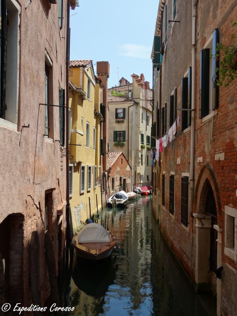 Canal vénitien des petits quartiers
