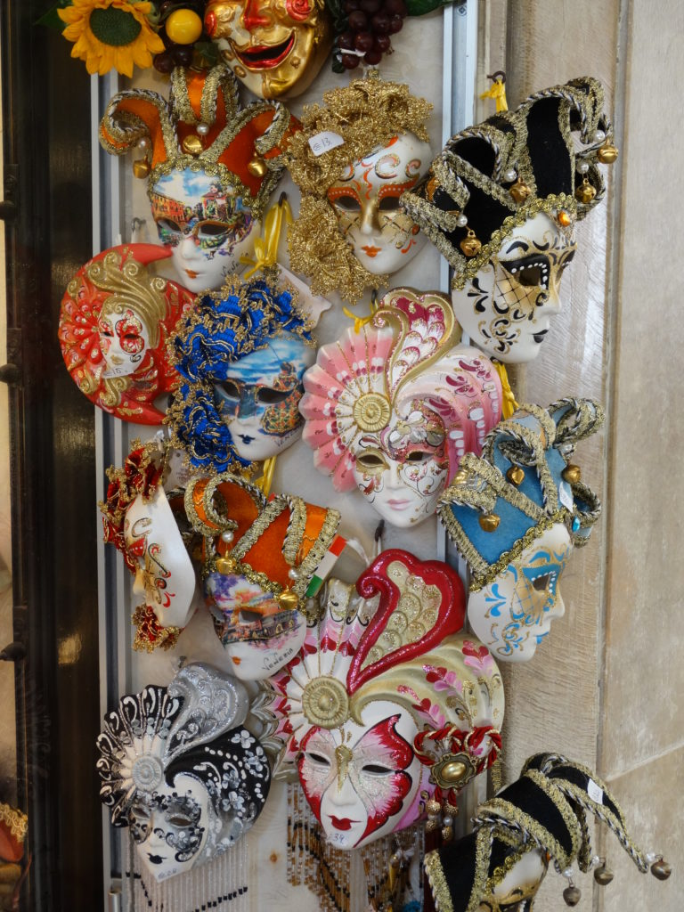 Masques multicolores Venise
