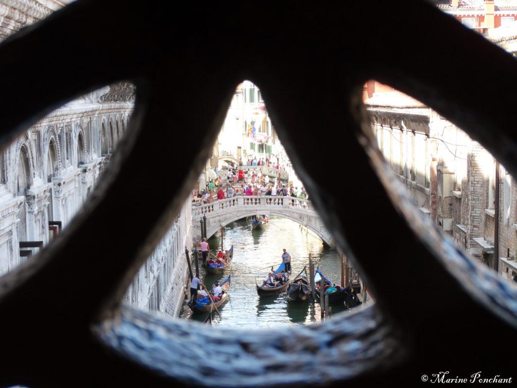 Cadrage fenêtre sur le pont des soupirs