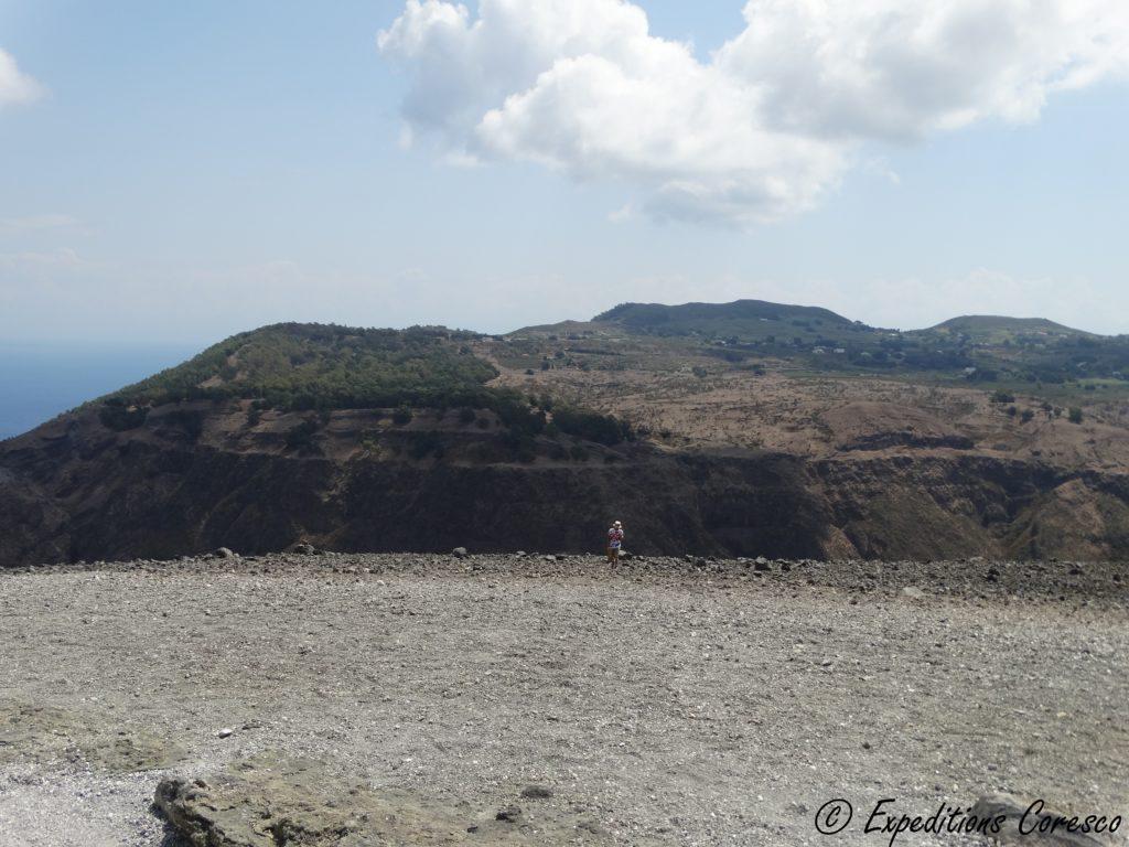 Vue sur la caldeira du volcan