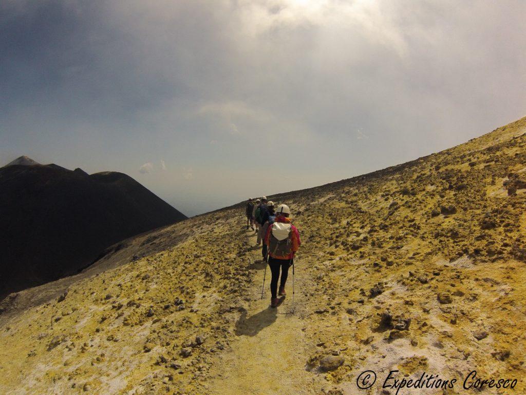Randonnée sur les flans soufrés de l'Etna