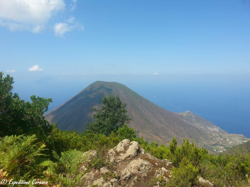 Volcan sur l'île Salina
