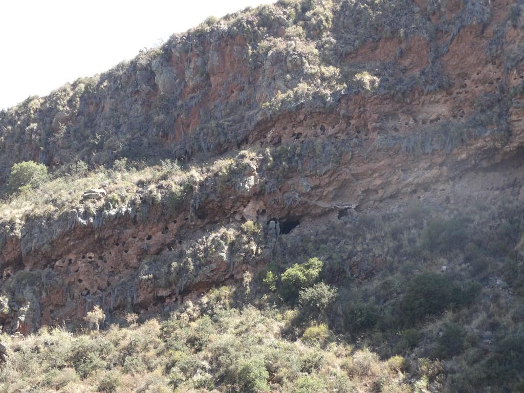 Cimetières dans les roches de la vallée sacrée