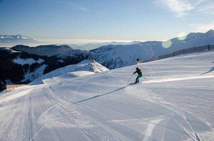 Skiing in Jasná