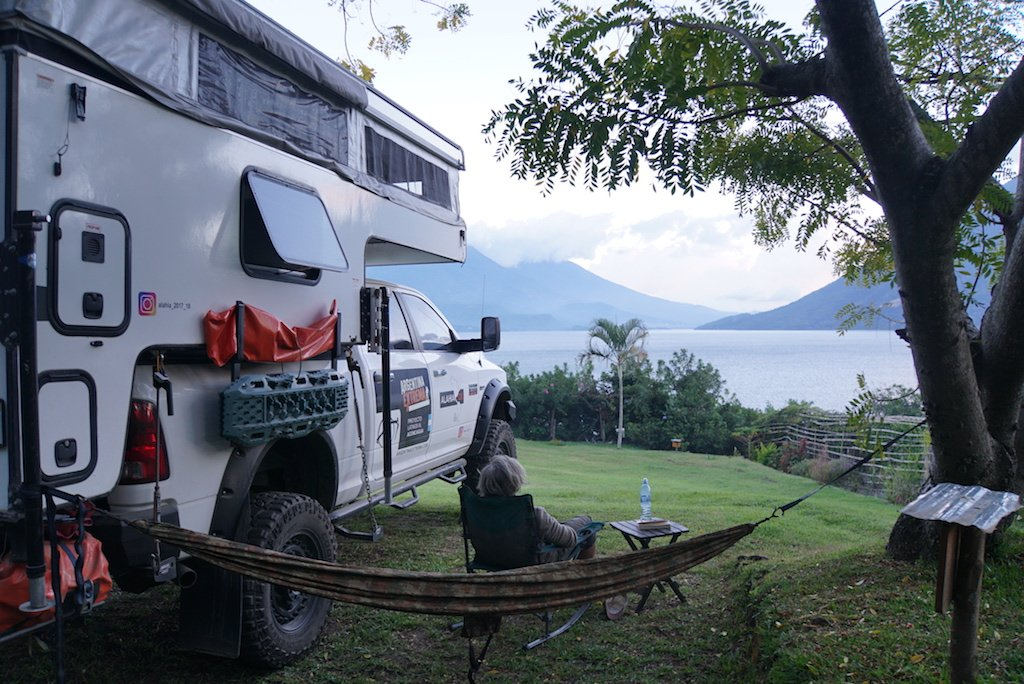 Dodge Ram 2500 HD HEMI 5.7 & Palomino Backpack Truck Camper FOR SALE