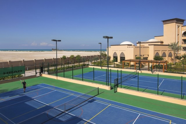 This image has an empty alt attribute; its file name is Saadiyat-Rotana-Tennis-Courts-Experience-Abu-Dhabi.jpg