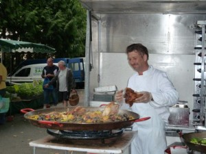 Making paella at the Amboise market