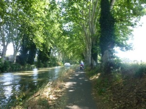 Wider dirt paths past Beziers