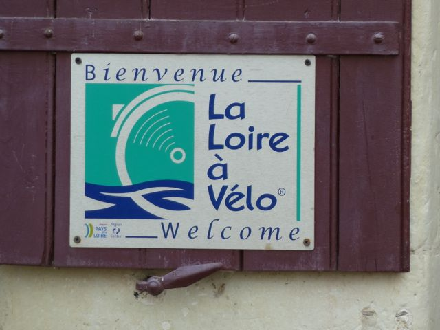 Sign indicating a Loire a Velo partner