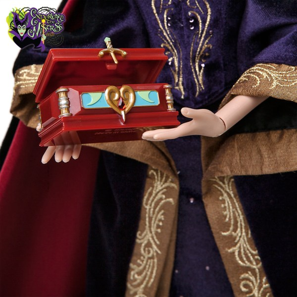 Queen Snow White Doll Disney Store Limited Edition