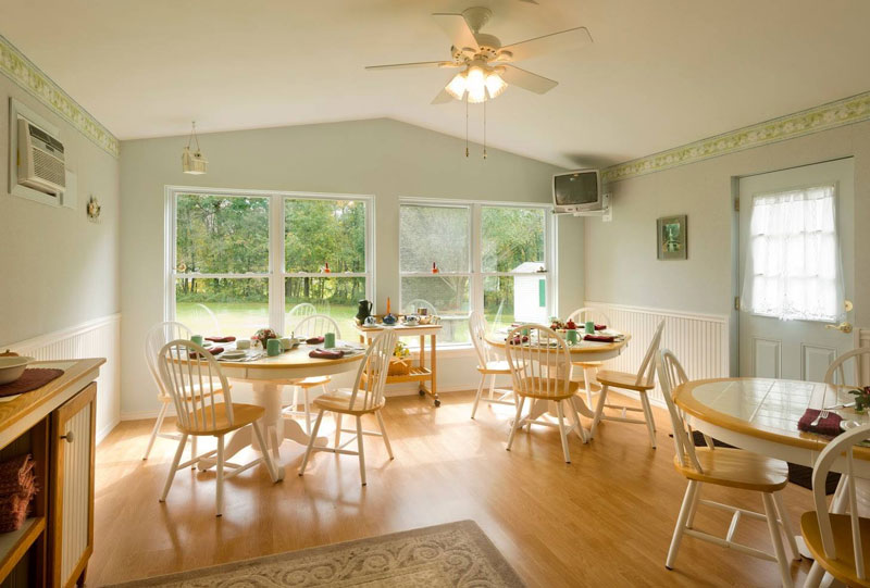 A-Slice-of-Home-Bed-&-Breakfast-Spencer-Tioga-Dining-Room-1