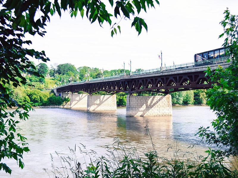 Owego_riverwalk_bridge