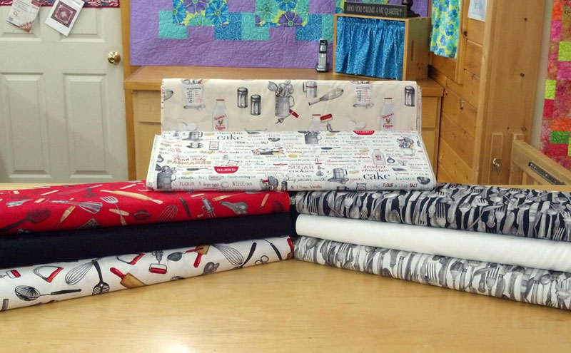 Pucky-Huddle-Delight-Quilting-Fabric-1
