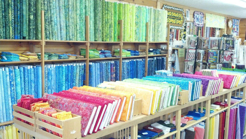 Pucky-Huddle-Delight-Quilting-Fabric
