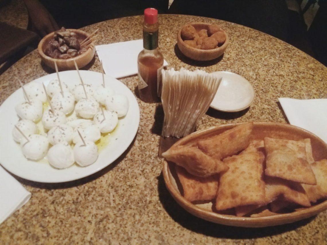 Petiscos - pasteis, queijos, filé mignon e croquete Foto: ExperiMenteSP