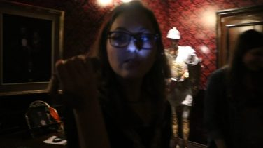 Bruna na sala Conde Drácula. - Foto: ExperimenteSP