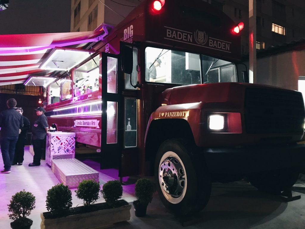 ZN ganha uma hamburgueria em um ônibus!