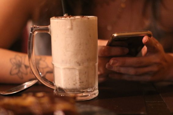 joana-d'arc-sorvete-creme-ovomaltine-hamburgueria-taverna-medieval