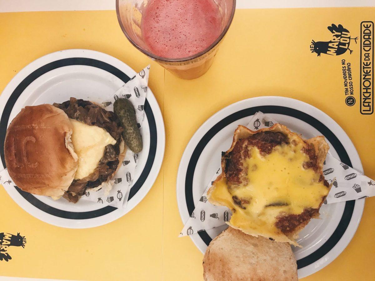 Lanchonete da Cidade e seu burger na cestinha de parmesão com chili e cheddar