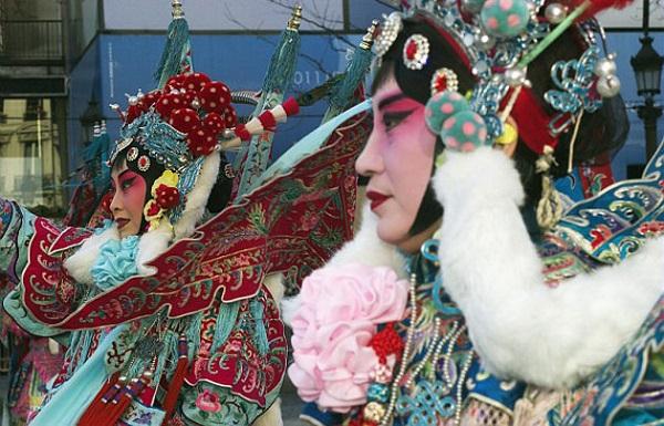 Les chinois défilent à Paris