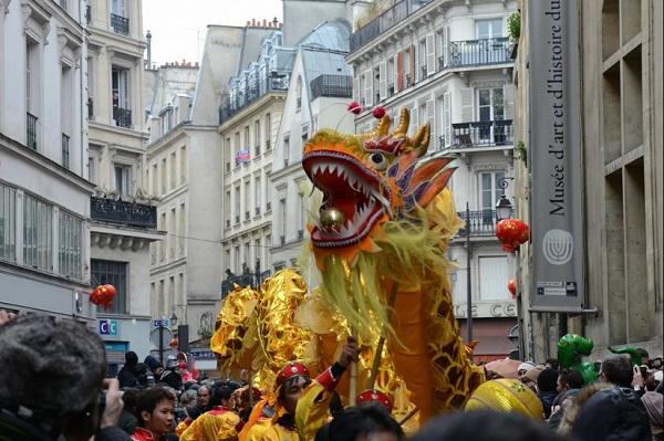 """Défile a Paris pour le """"nouvel an chinois"""""""