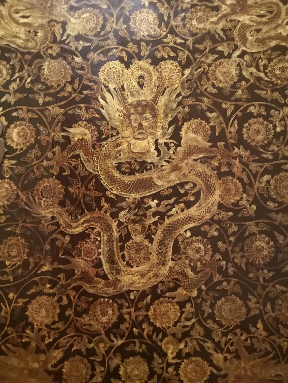art d'asie enchères décors de dragon