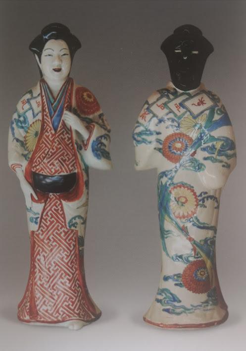 Statuette de femme à décors d'émaux de type Kakiémon.
