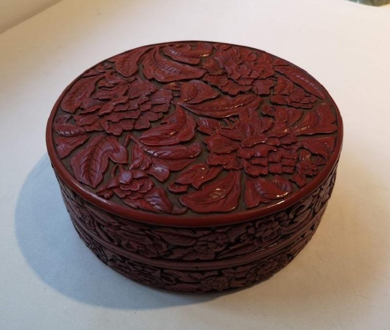 boite ronde en laque Xuande (1426-1435).