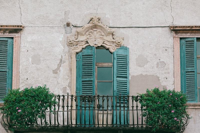 Maison fissurée à cause de la sécheresse dans le Var : reconnaissance de l'état de catastrophe naturelle.