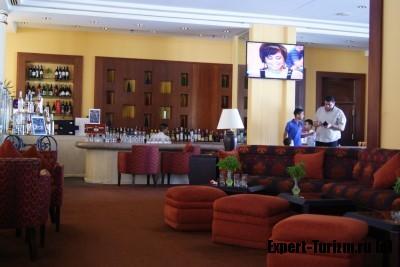 Бар в лоби Hilton Plaza 5*, Хургада, Египет